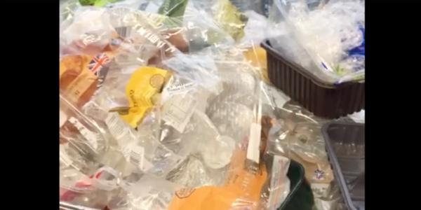 Donderdag laten shoppers in de Albert Heijn Korenbeurs Groningen al hun plastic achter. Jij ook? (+poll)