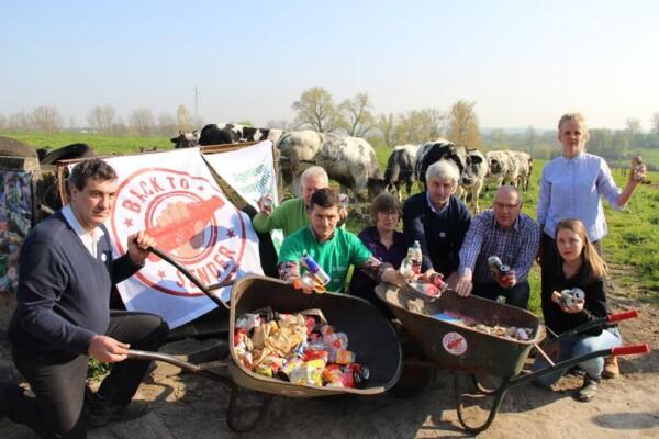 HLN.BE/ Boeren sturen blikjes terug naar de politici